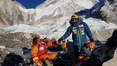 Photo of Everest, Jonatan García cade in un crepaccio sull'IceFall