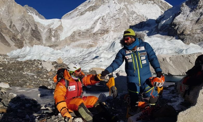 Photo of Everest, Jonatan García cade in un crepaccio sull'IceFall