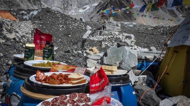 Photo of Il picnic di Alex Txikon all'Everest