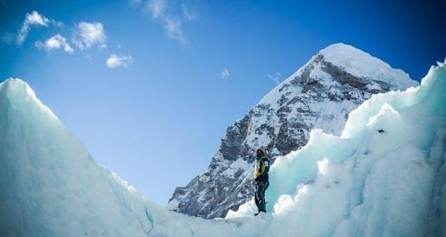 Photo of Everest, Alex Txikon fermato da venti forti e crolli di pietre