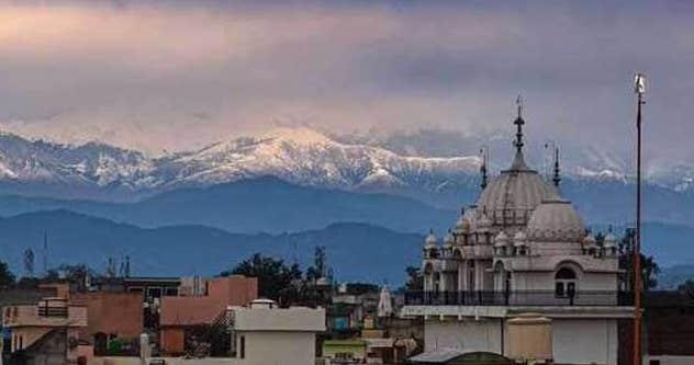 Lockdown e calo inquinamento, l'Himalaya si vede a 200 km di distanza