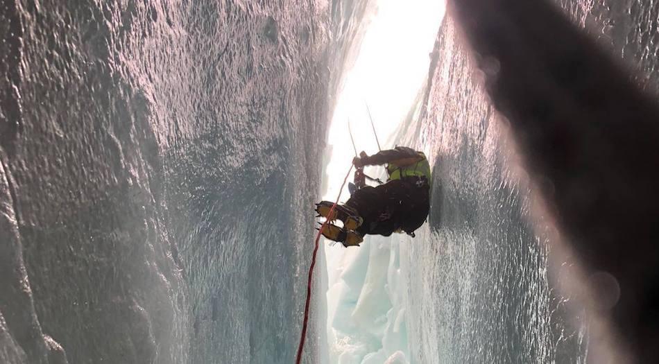 alpinista precipitato crepaccio