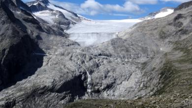 Photo of Adamello, il crollo ha creato un enorme cratere sul Ghiacciaio del Mandrone