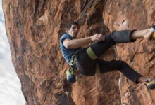 Photo of Alex Honnold su Epinephrine (Red Rock) in ricordo di Brad Gobright