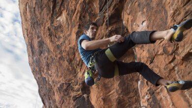 Photo of Alex Honnold su Epinephrine (Red Rock) in ricordo di Brad Gobright